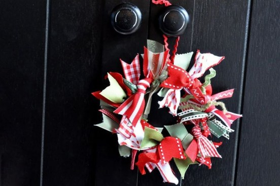 Fascinating Christmas Decor Ideas For Small Spaces 06