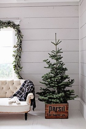 Fascinating Christmas Decor Ideas For Small Spaces 16
