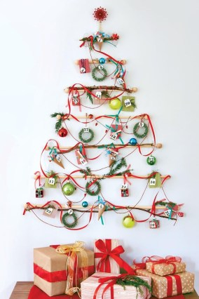 Fascinating Christmas Decor Ideas For Small Spaces 25