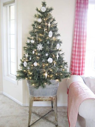 Fascinating Christmas Decor Ideas For Small Spaces 33