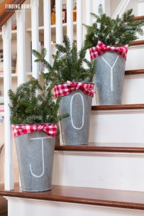 Gorgeous Ways To Decorate Your Stairs In This Christmas Ideas 01