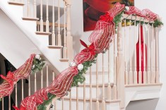 Gorgeous Ways To Decorate Your Stairs In This Christmas Ideas 17
