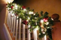 Gorgeous Ways To Decorate Your Stairs In This Christmas Ideas 18