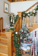 Gorgeous Ways To Decorate Your Stairs In This Christmas Ideas 21