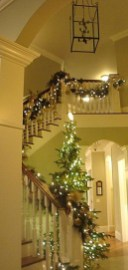 Gorgeous Ways To Decorate Your Stairs In This Christmas Ideas 23