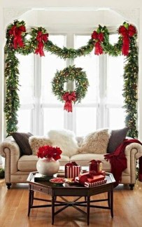 Lovely Traditional Christmas Decorations Ideas 01