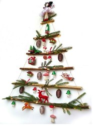 Lovely Traditional Christmas Decorations Ideas 04
