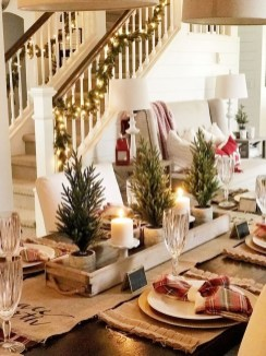 Lovely Traditional Christmas Decorations Ideas 13