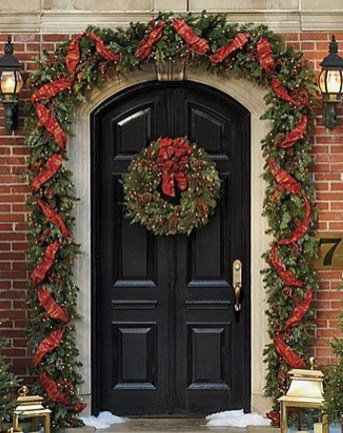 Lovely Traditional Christmas Decorations Ideas 26
