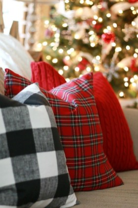 Lovely Traditional Christmas Decorations Ideas 42
