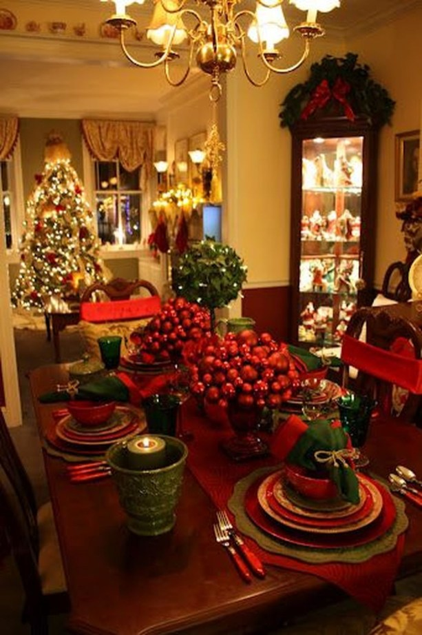 Lovely Traditional Christmas Decorations Ideas 45