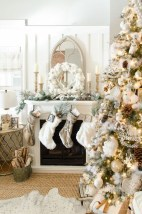Magnificient Rustic Christmas Decorations And Wreaths Ideas 03