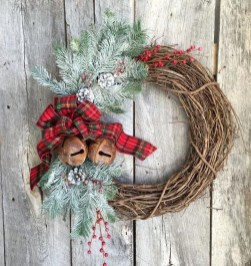 Magnificient Rustic Christmas Decorations And Wreaths Ideas 17