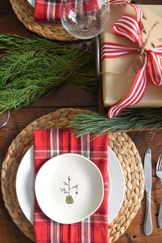Modern Rustic Christmas Table Settings Ideas 05