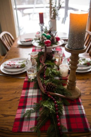 Modern Rustic Christmas Table Settings Ideas 07
