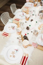 Modern Rustic Christmas Table Settings Ideas 31