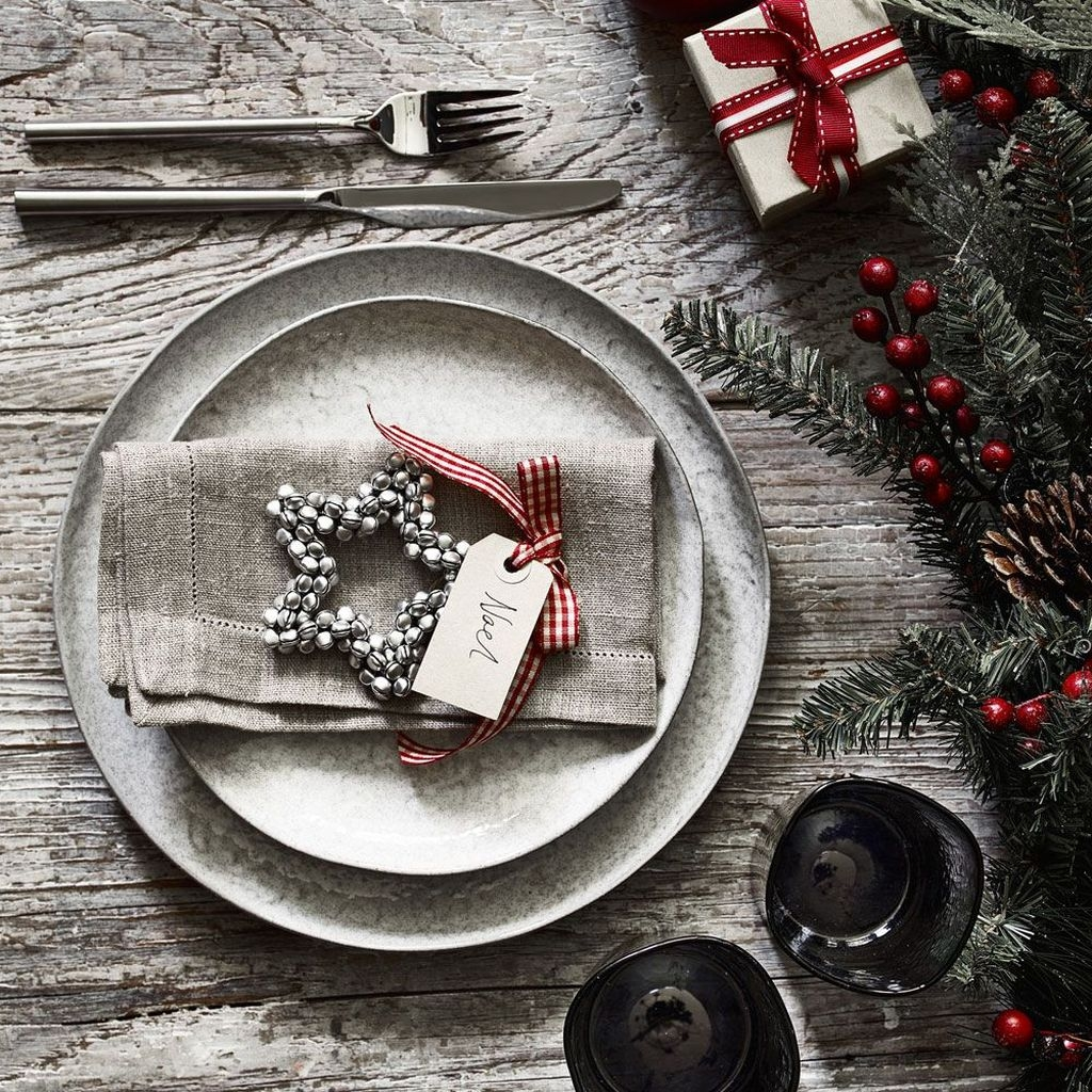 Modern Rustic Christmas Table Settings Ideas 40