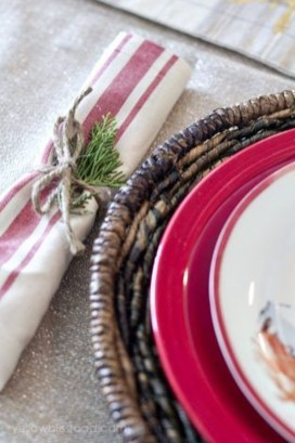 Modern Rustic Christmas Table Settings Ideas 45