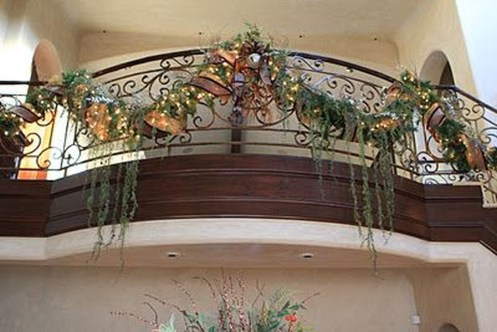 Stunning Balcony Decor Ideas For Christmas 34