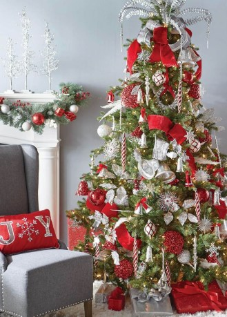 Stylish Decorated Christmas Trees 2018 Ideas 26