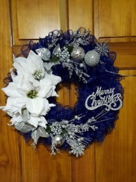 Awesome Christmas Wreath Decoration Ideas For Your Home 14