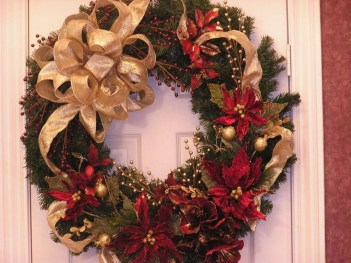 Awesome Christmas Wreath Decoration Ideas For Your Home 18