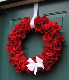 Awesome Christmas Wreath Decoration Ideas For Your Home 21