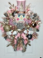 Awesome Christmas Wreath Decoration Ideas For Your Home 37