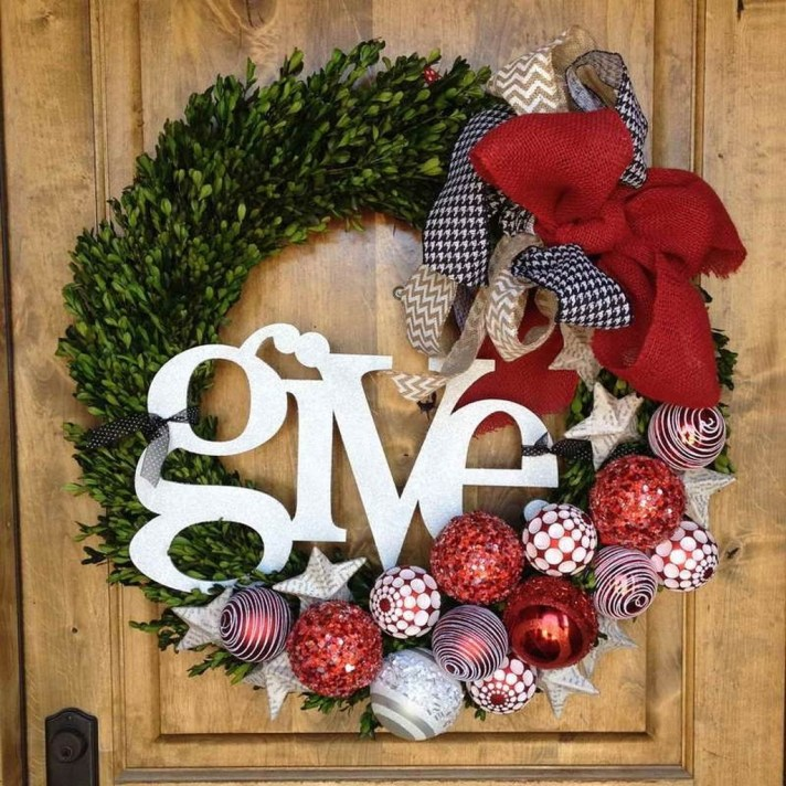 Awesome Christmas Wreath Decoration Ideas For Your Home 51