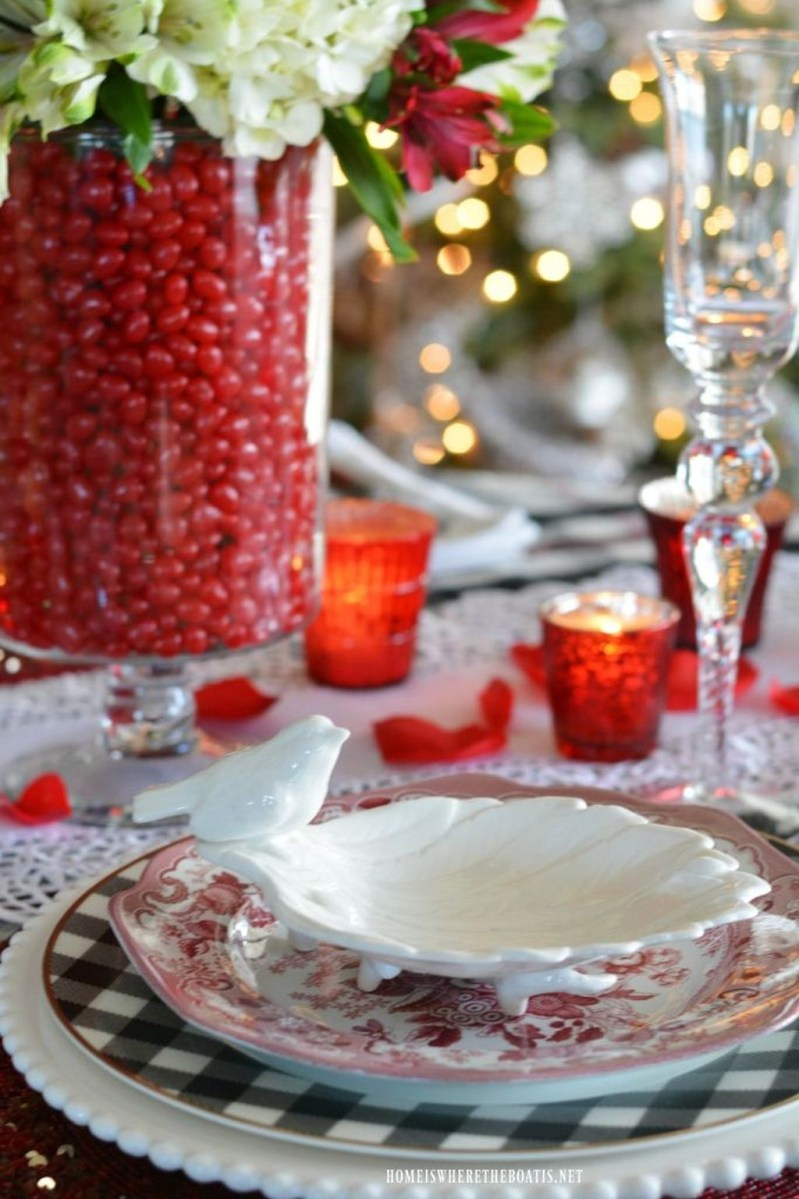 Charming Dining Room Decor Ideas For Valentines Day 11