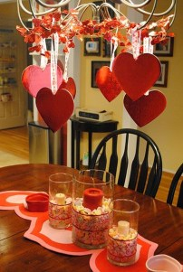 Charming Dining Room Decor Ideas For Valentines Day 47