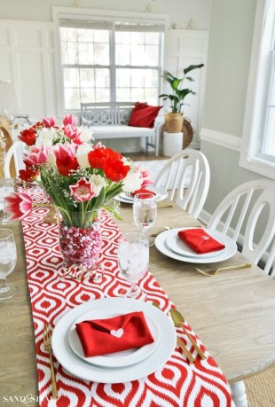 Cute Table Setting Ideas For Valentines Day 03