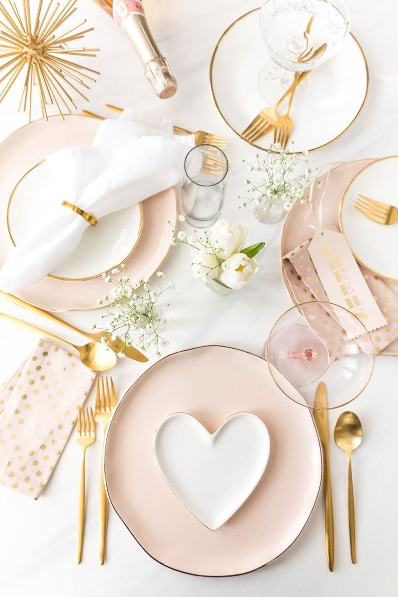 Cute Table Setting Ideas For Valentines Day 41