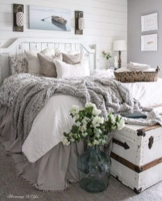 Stylish Farmhouse Bedroom Decor Ideas 20