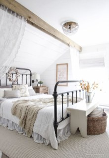 Stylish Farmhouse Bedroom Decor Ideas 28