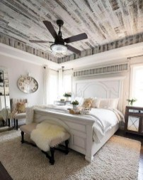 Stylish Farmhouse Bedroom Decor Ideas 40