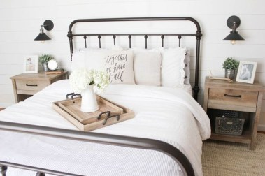Stylish Farmhouse Bedroom Decor Ideas 41