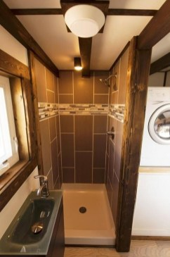 Perfect Tiny House Bathroom Design Ideas 45