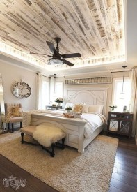 Pretty Farmhouse Master Bedroom Decorating Ideas 20