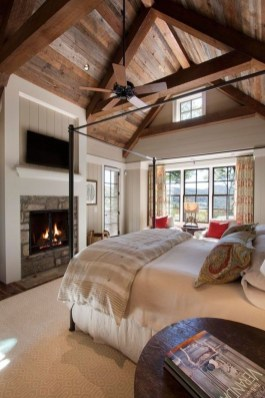 Pretty Farmhouse Master Bedroom Decorating Ideas 24
