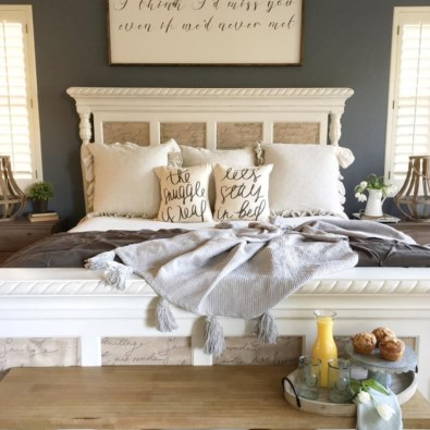 Pretty Farmhouse Master Bedroom Decorating Ideas 41
