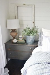 Pretty Farmhouse Master Bedroom Decorating Ideas 42