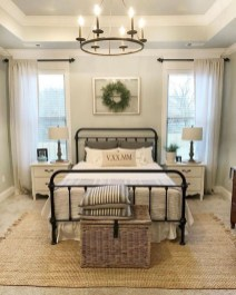 Pretty Farmhouse Master Bedroom Decorating Ideas 45