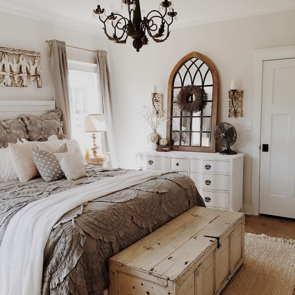 Pretty Farmhouse Master Bedroom Decorating Ideas 52