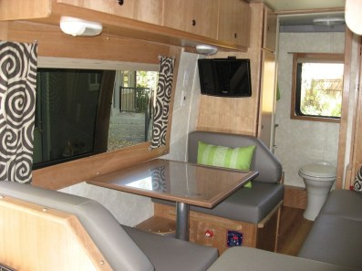 Wonderful Rv Camper Van Interior Decorating Ideas 46
