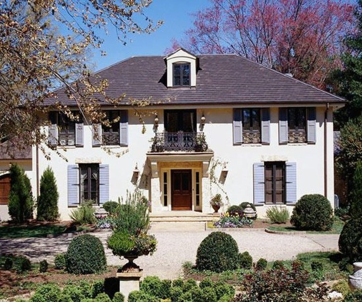 Awesome French Country Exterior Design Ideas For Home 06