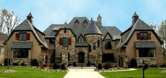 Awesome French Country Exterior Design Ideas For Home 20