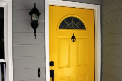 Flawless Exterior House Paint Ideas With Yellow Colors 45