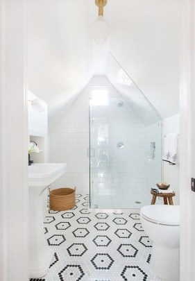 Modern Attic Bathroom Design Ideas 54