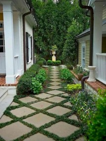 Stunning Front Yard Courtyard Landscaping Ideas 02